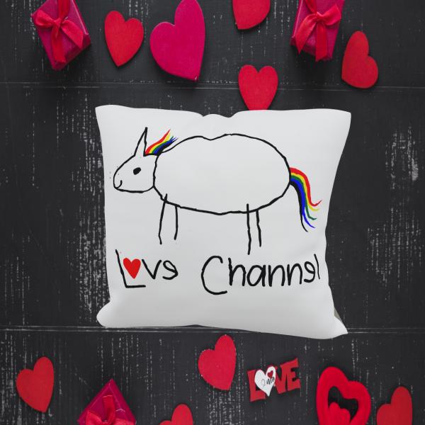 Love Channel Kissen